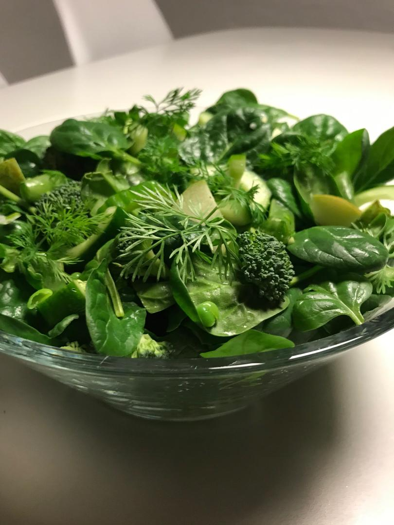 Thybomad grøn salat med dild dressing