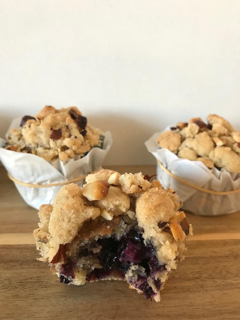 blåbær muffin nødde crumble bid uhm