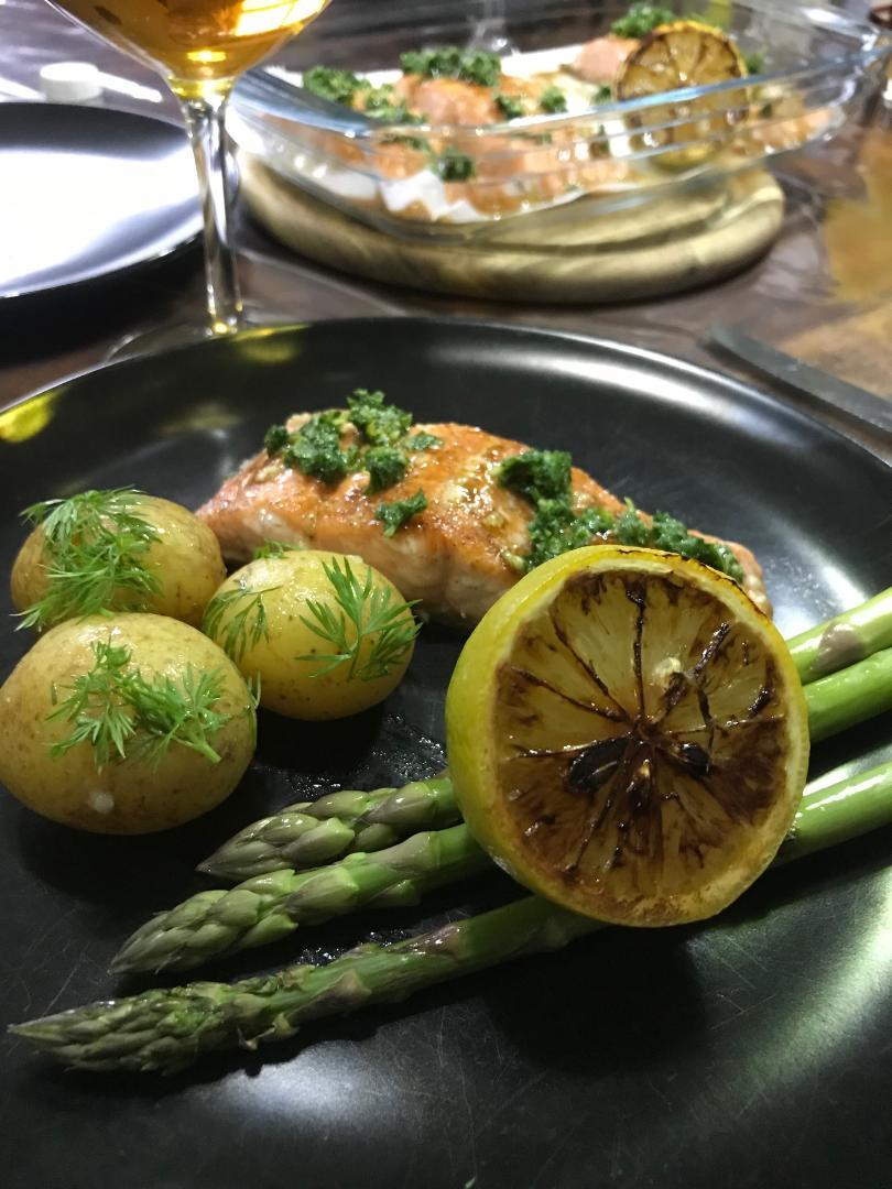 bagt laks med gremolata i paprika honning marinade med brændt citron