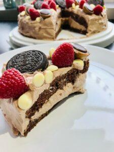 chokoladelagkage med hasselnødder og rutebilskum-fødselsdagskage